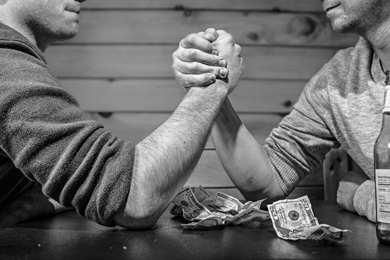 DoorDash vs UberEats arm wrestling