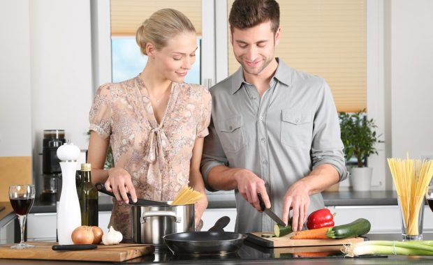 Hello Fresh vs Blue Apron: Which Meal-Kit Delivery Service is Right for You?